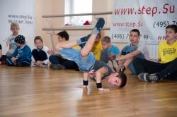 break_dance_battle_himki-1749.jpg Брейк начинается с малого - но только сильные физически и духом продолжают танцевать