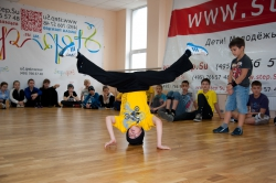 break_dance_battle_himki-1757.jpg стойка на голове - танцуем брейк